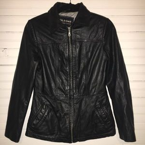 WILSONS SMALL BLACK LEATHER JACKET.